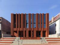 stanley-saitowitz-natoma-architects-inc-center-for-jewish-life-exterior-02b.jpg